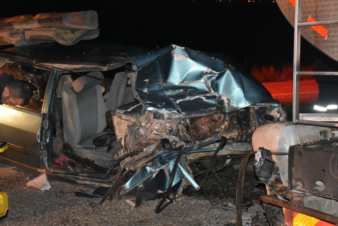 Süt Tankerine Çarptı 1 Kişi Öldü 1 Kişi De Yaralandı