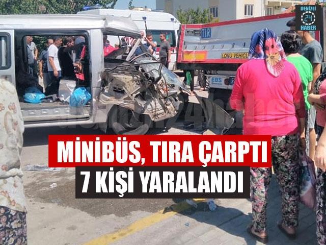 Minibüs, Tıra Çarptı 7 Kişi Yaralandı