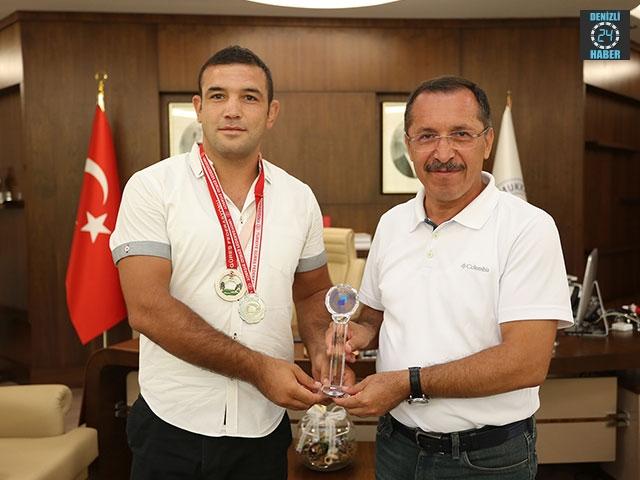 PAÜ'lü Şampiyon Güreşçiden Rektör Bağ'a Ziyaret