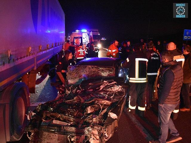Kemalpaşa'da kaza otomobil tıra çarptı Halil İbrahim Eker öldü
