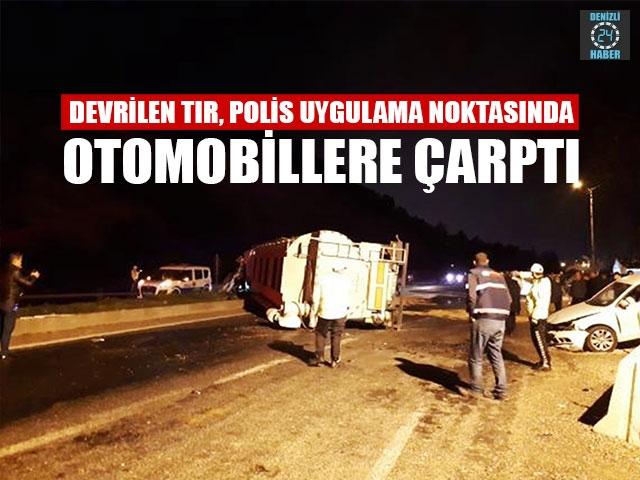 Devrilen Tır, Polis Uygulama Noktasında Otomobillere Çarptı