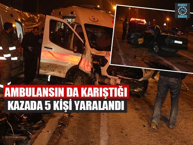 Dinar- Sandıklı karayolunda ambulansla otomobil çarpıştı 5 yaralı