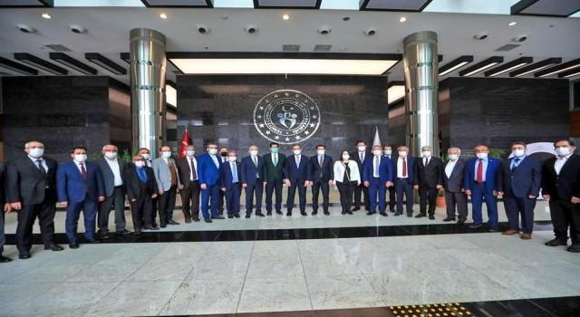 Denizli tarihinin en büyük gençlik ve spor yatırımı için protokol imzalandı