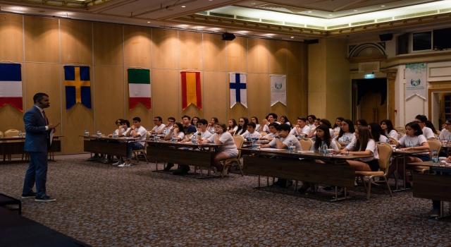 """Başarılı Devlet Liseleri""""Liseli Büyükelçiler Programı"""" ile dünyaya açılıyor!"""