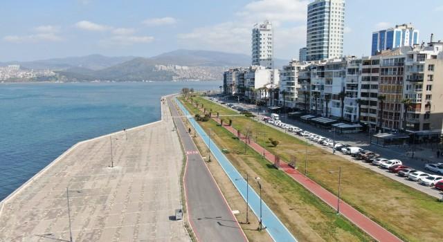 Kırmızıya dönen İzmir'de cumartesi günü yine sokaklar boşaldı