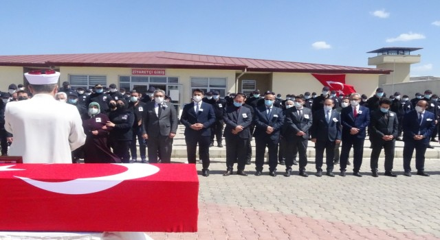 Afyonkarahisar Cezaevinde devrilen kapının altında kalan Soner Hayta öldü