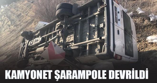 Kamyonet Şarampole Devrildi