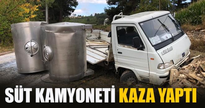 Süt Kamyoneti Kaza Yaptı