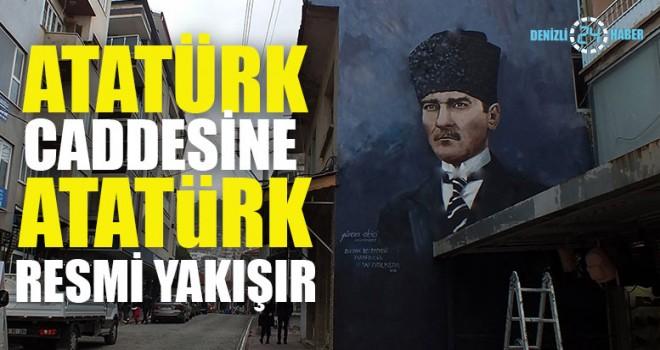 Atatürk Caddesine Atatürk Resmi Yakışır