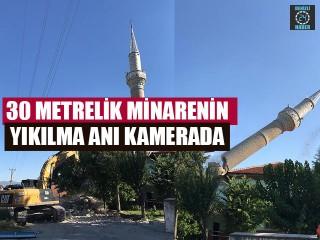 30 metrelik minarenin yıkılma anı kamerada