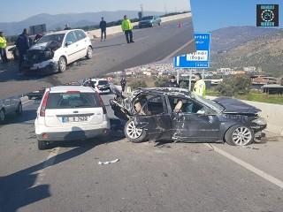 İzmirBayındır doğu kavşağındaki kazada 3'ü ağır olmak üzere 8 kişi yaralandı