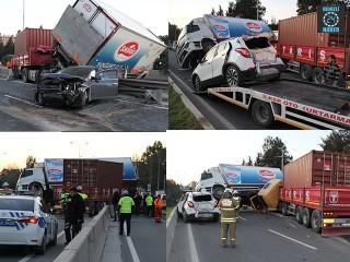 İzmir Bornova ilçesinde zincirleme kaza 1'i ağır 6 yaralı