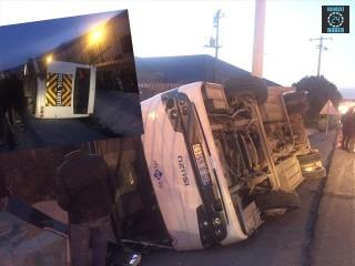 İzmir Kemalpaşa'da servis aracı devrildi 8 yaralı