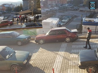 Kütahya Emet'te freni boşalan kamyonet 4 araca zarar verdi