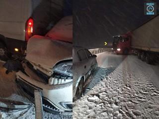 Kütahya-Eskişehir kara yolunda zincirleme kazada 4 yaralı