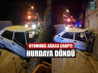 Otomobil Ağaca Çarptı Hurdaya Döndü