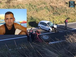 İzmir Dikili'de otomobil ile traktör çarpıştı Hakan Pars öldü