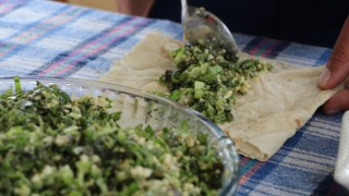 Denizli'de asırlık lezzet 'Çağla dövmesi' damak çatlatıyor