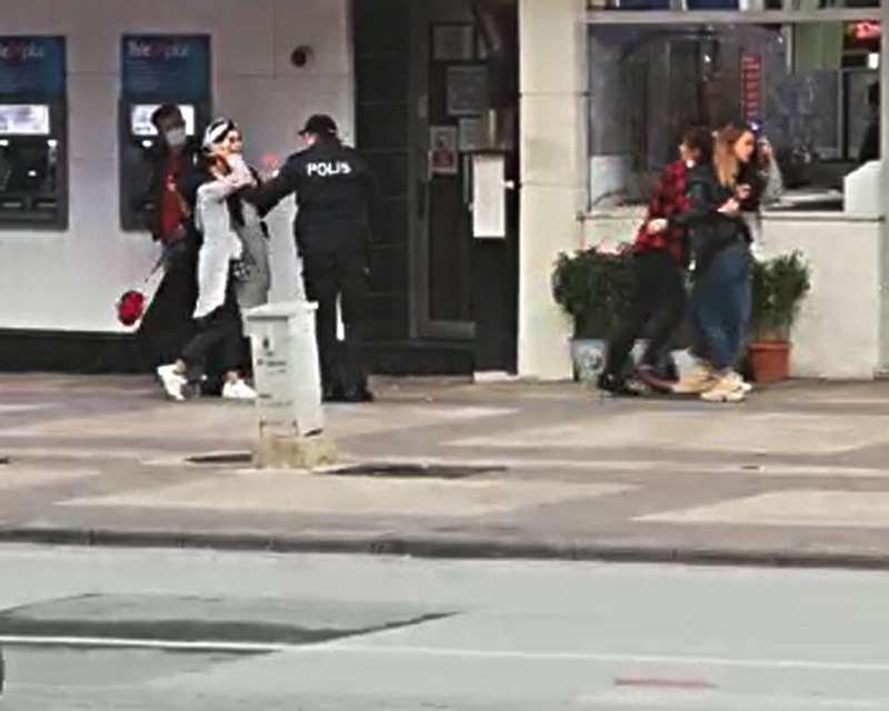 Denizli'de Kızların Kavgasını Polis Ayırdı