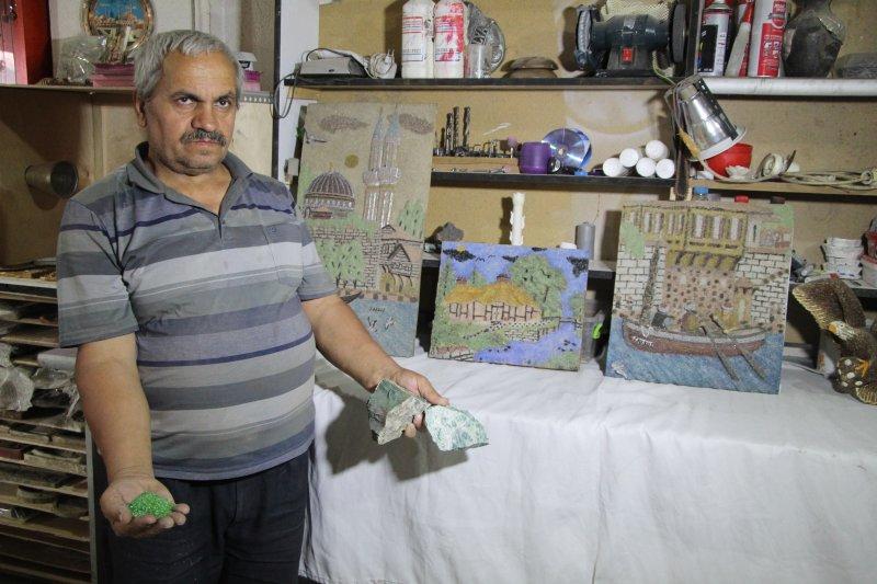 Denizli'de sanatçı Taş tozları sanat eserine dönüştürüyor